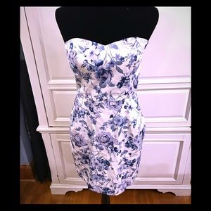Lovely floral Strapless dress with pockets